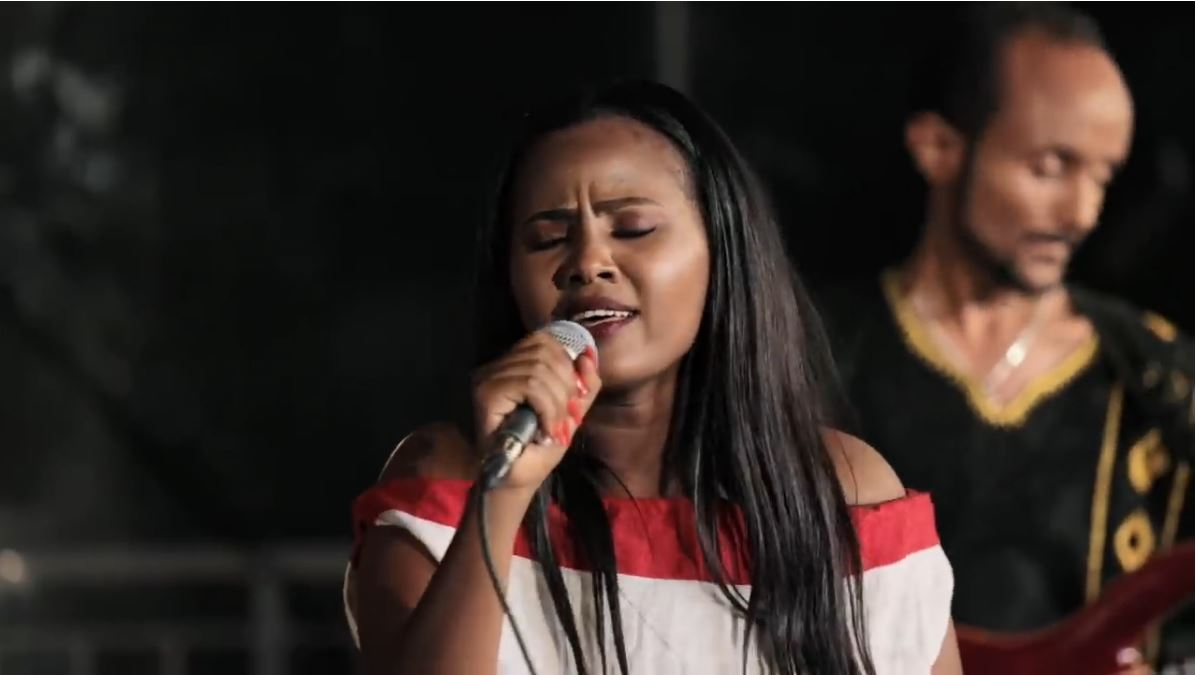 Singer Zebiba Girma singing Aster Aweke's song