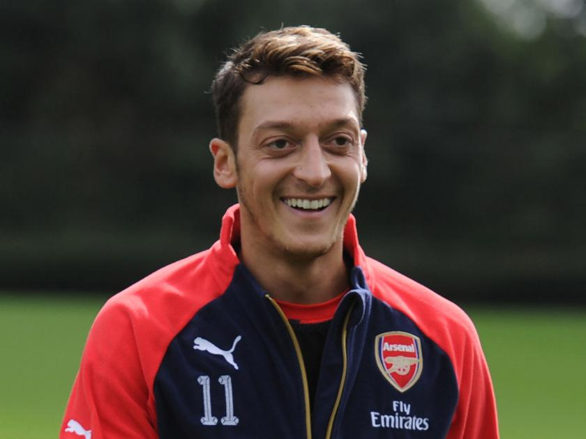 Mesut Ozil to move to  Manchester United (transfer rumours)