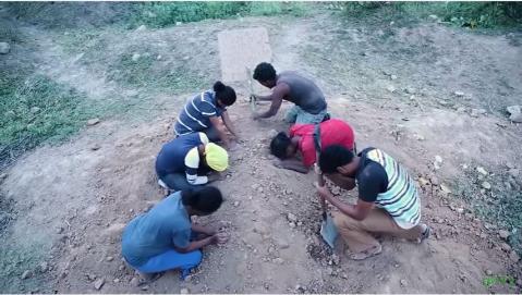 zemen drama scene showing Immigrant's death in desert