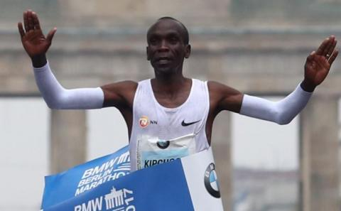 Olympic champion Kipchoge wins the 2017 Berlin Marathon