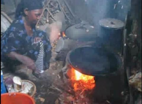 Ethiopian mom making Enjera (Ethiopian Food)